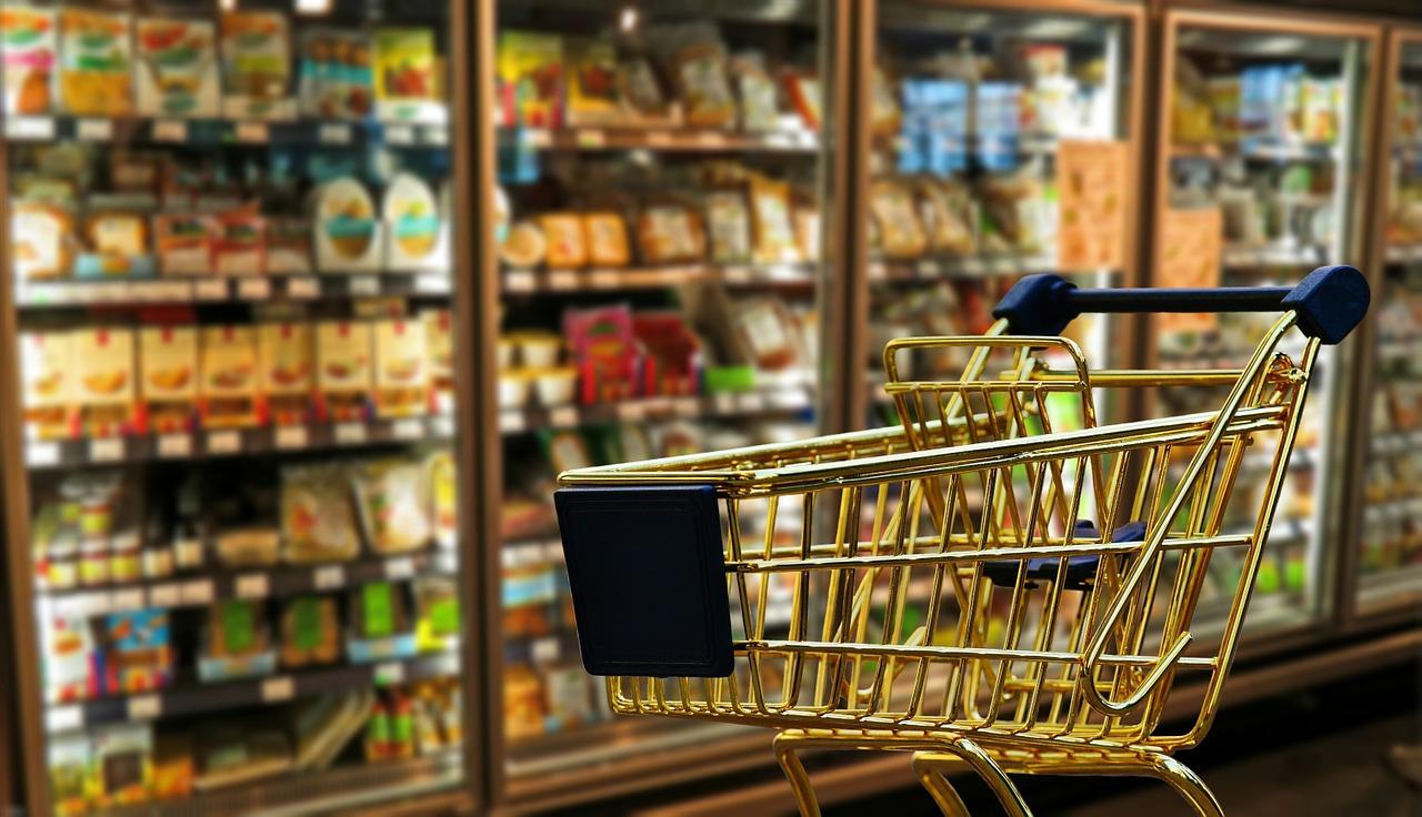 В Севастополе мать с дочкой украли продуктов в супермаркете на 7 тысяч рублей