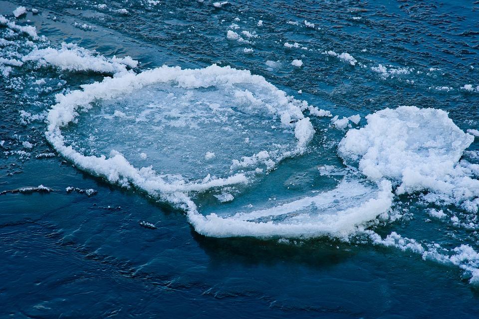 В Саратове нашли вмерзшую в речной лед новорожденную девочку