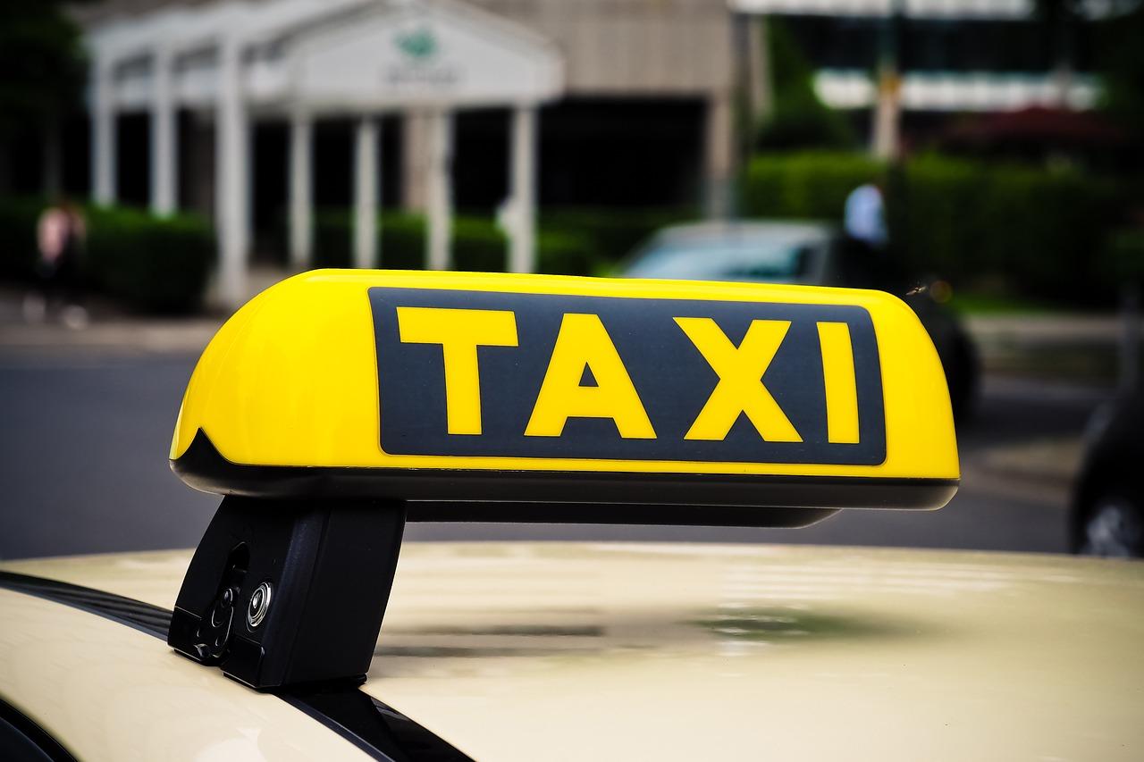 В Крыму пожилой таксист ограбил 67-летнего мужчину