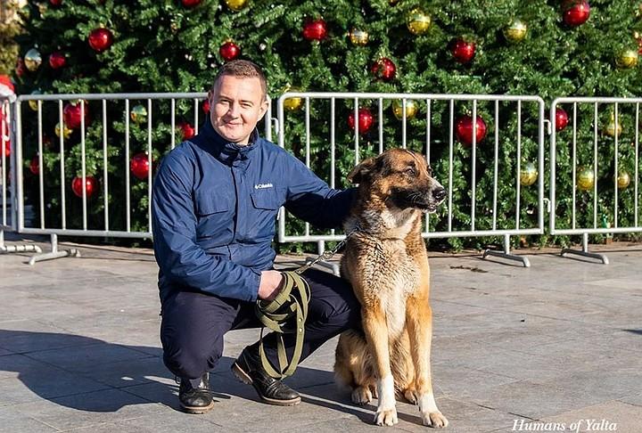 «Крымский Хатико» и трубач Виктор снова выступают на набережной Ялты