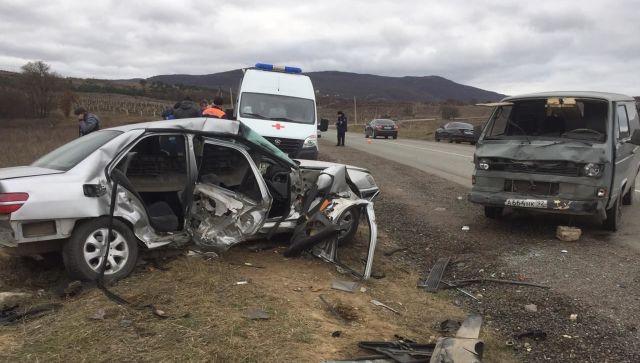 Тяжелое состояние и множественные переломы: в ДТП под Севастополем пострадали четыре человека