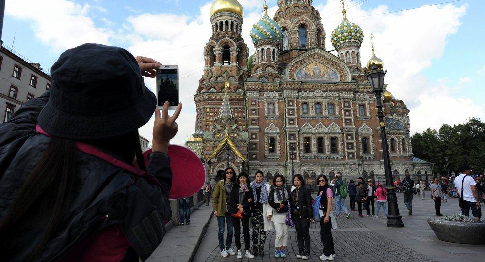 На выходные в Россию приедет более 15 тысяч туристов из Китая