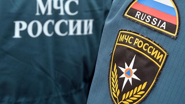 Туристы на автомобиле увязли в размытом грунте в Крыму