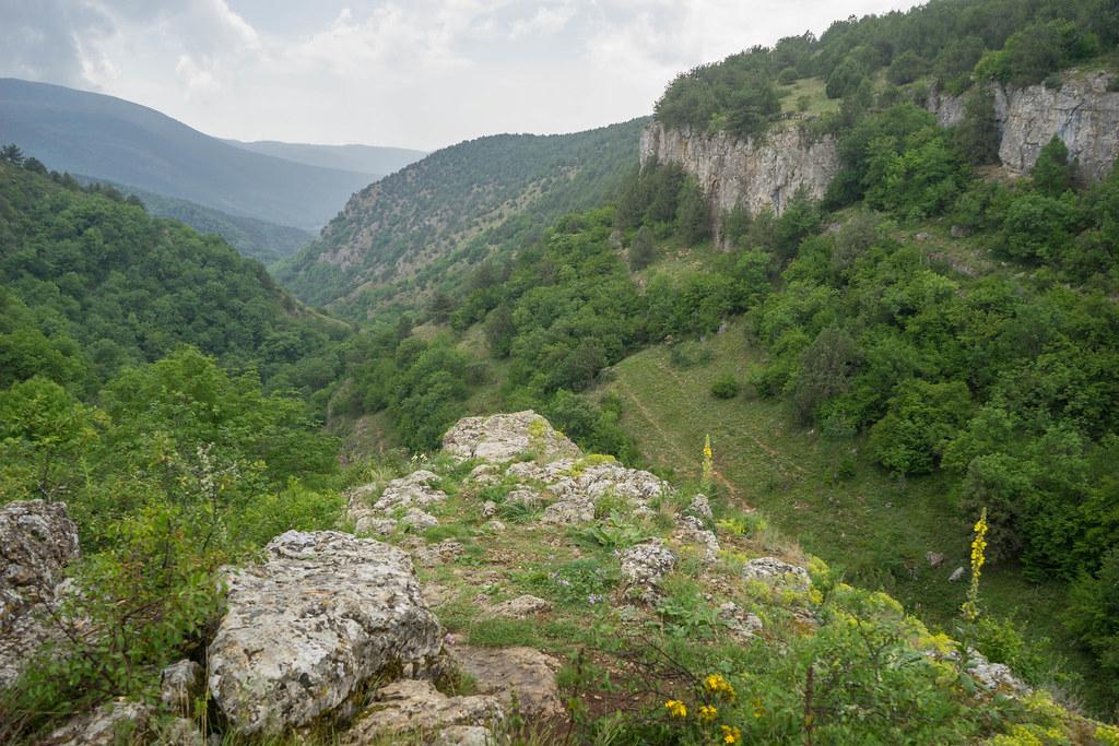 В крымский каньон со скалы сорвался мужчина