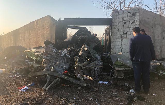 Никто не выжил: украинский самолет со 170 людьми потерпел крушение в Иране