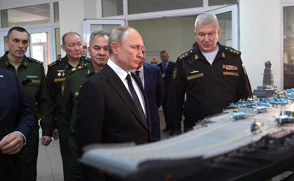 Зачем Путин приезжал в Севастополь