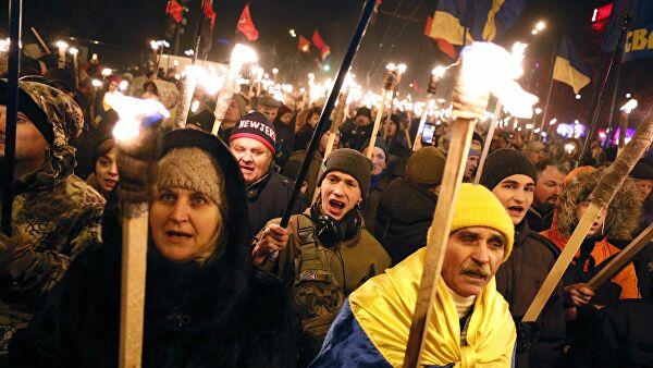 Аксенов прокомментировал факельное шествие националистов в Киеве