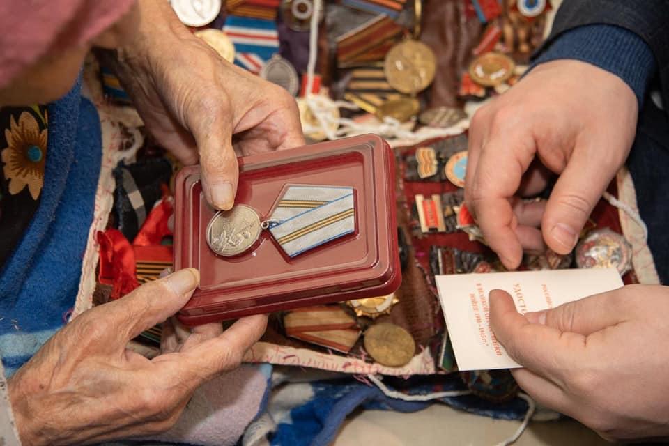 В Севастополе вручили первую в городе медаль «75 лет Победы в Великой Отечественной войне»