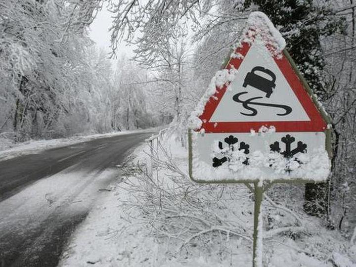 МЧС Крыма предупреждает о заморозках и гололедице на дорогах