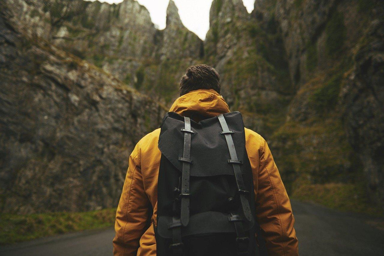 Двое туристов сбились с пути в горах Крыма
