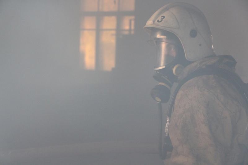На пожаре в Симферополе спасли двоих человек