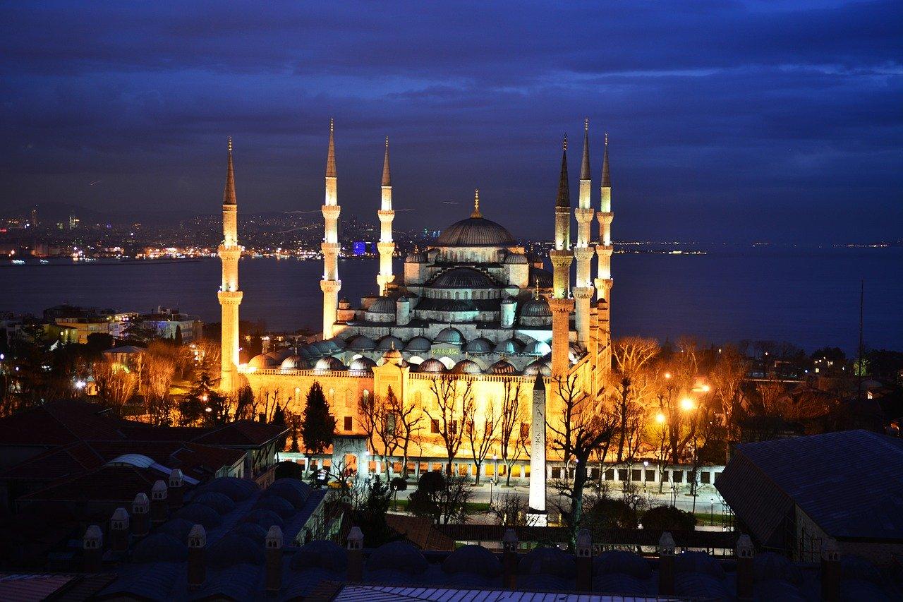 Художники из Турции прибыли в Крым для росписи главной мечети полуострова