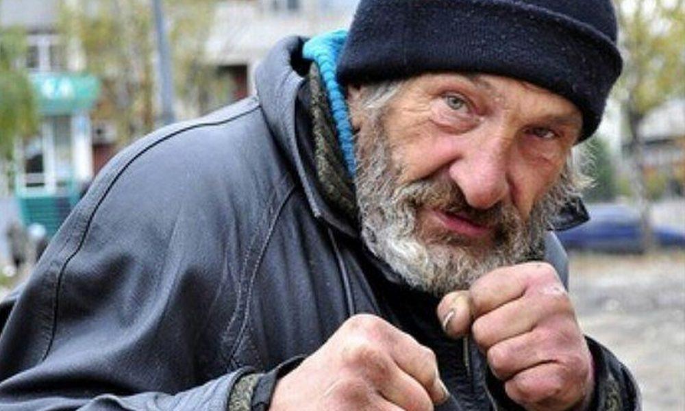 Бомж отсудил 140 тысяч рублей у фитнес-клуба, в котором он поселился
