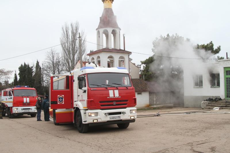 При пожаре на кладбище в Севастополе пострадал мужчина