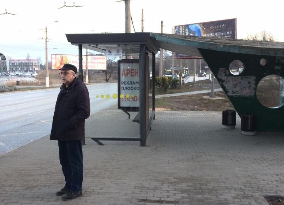 «Старая остановка села на новую»: в Севастополе продолжают бездумно устанавливать остановки