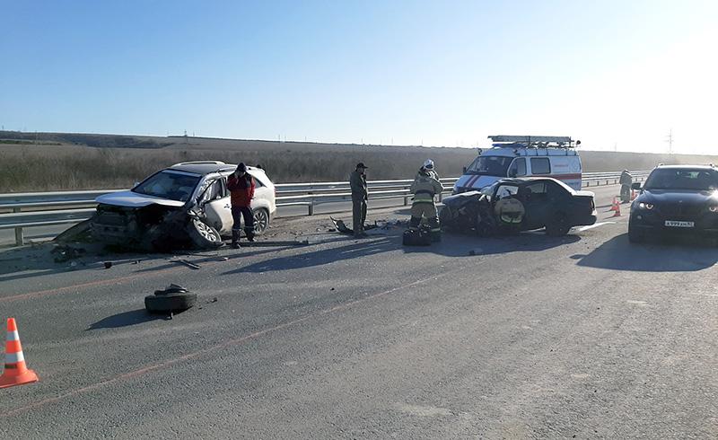 В лобовом ДТП на трассе Севастополь — Симферополь столкнулись Honda и Fiat