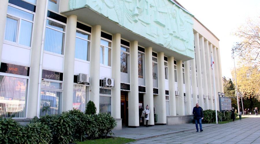 Мужчина ранил себя на глазах у чиновников в здании администрации Ялты