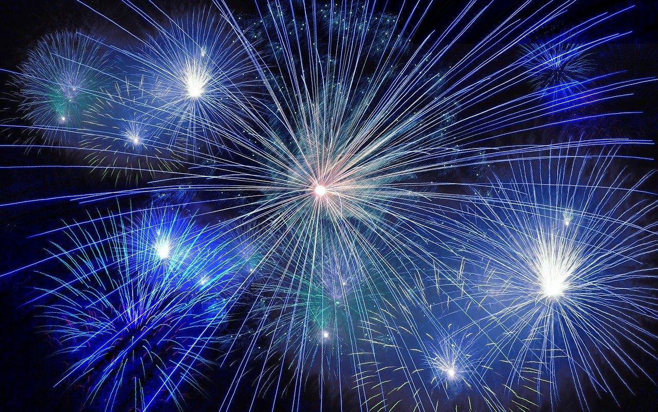 СМИ: в новогоднюю ночь в небо над Крымом улетело рекордное количество денег