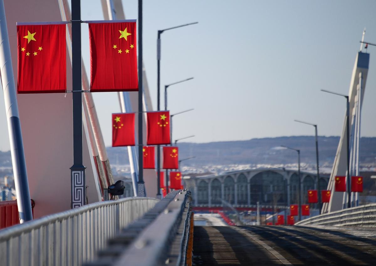 Россия закрывает пешеходную и автомобильную границу с Китаем