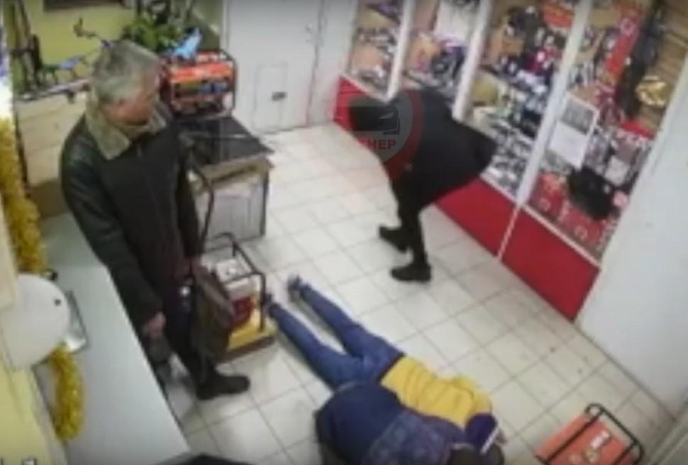 Неудавшегося грабителя симферопольского магазина ищут в больницах и травмпунктах