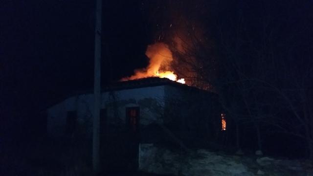 В крымском селе на пожаре заживо сгорели два человека