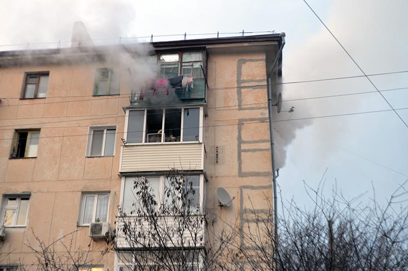 На крупном пожаре в Севастополе спасали людей и котов