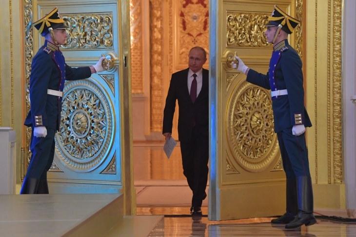 Путин создал рабочую группу для подготовки поправок в Конституцию РФ