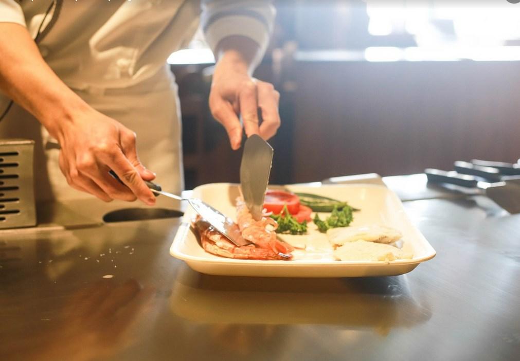 В Роспотребнадзоре рассказали об опасных блюдах в ресторанах