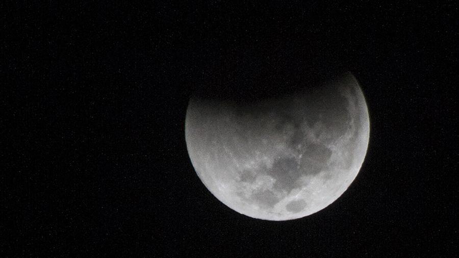 Сегодня ночью россияне увидят первое в 2020 году лунное затмение