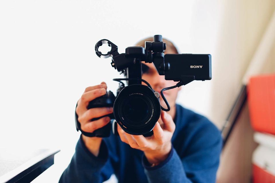 Севастополец украл из магазина видеокамеру и электробритву
