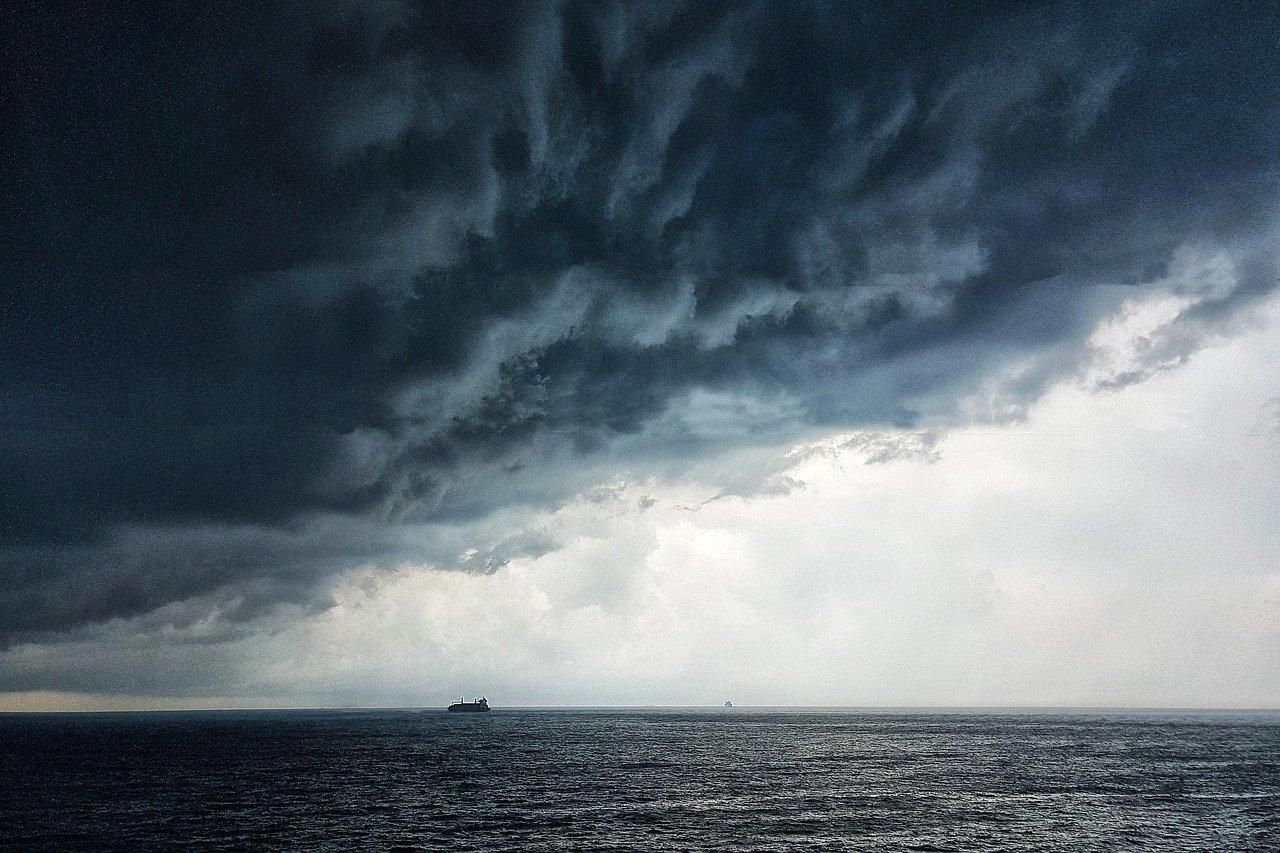 Вышел в море на каяке: в акватории Севастополя ищут пропавшего мужчину