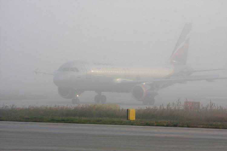 В аэропорту Симферополя из-за тумана задерживаются рейсы