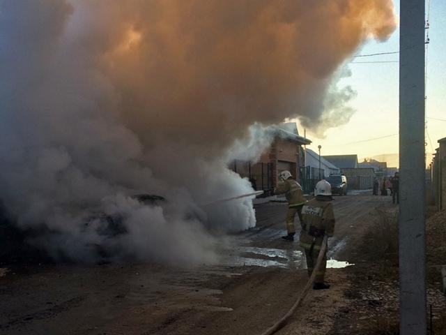 В Крыму сгорел заведенный автомобиль