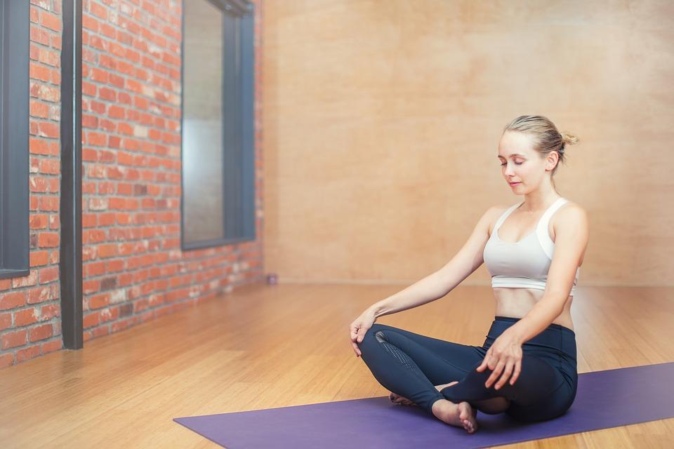 Фитнес-эксперт рассказала, как привести себя в форму после новогодних застолий