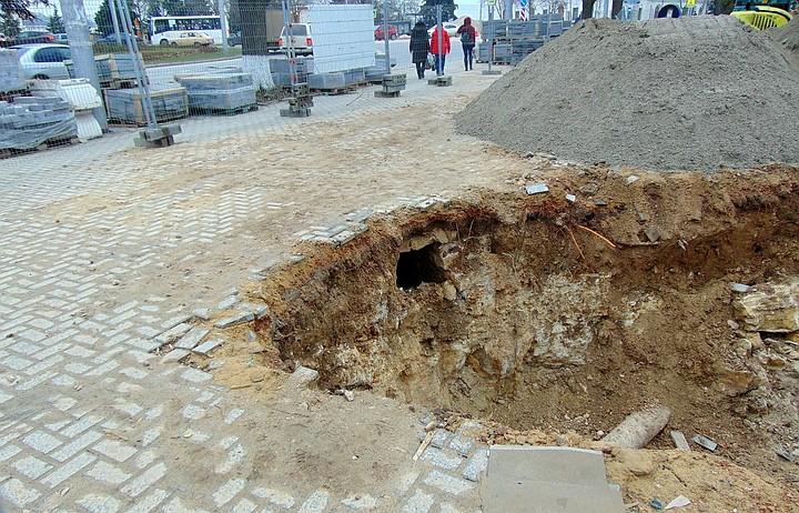 Строители в Севастополе наткнулись на загадочный ход под площадью Ушакова