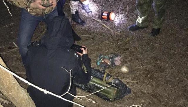 На Украине возле Северо-Крымского канала нашли тайник со взрывчаткой и оружием