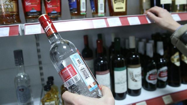 Мужчина в федеральном розыске попался на краже бутылки водки в Севастополе