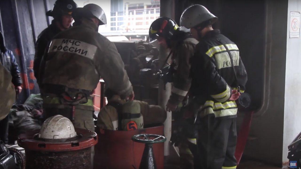 Опубликовано видео тушения пожара на сухогрузе в Севастополе