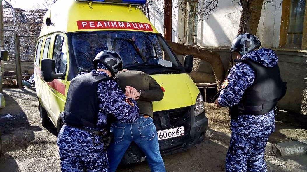 Пьяный крымчанин напал на приехавшую к нему бригаду «скорой»