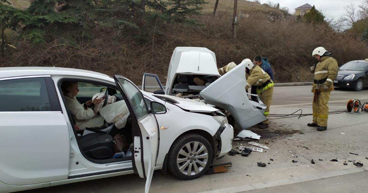 В Балаклаве пьяный водитель на «Таврии» вылетел на встречную полосу и врезался в иномарку