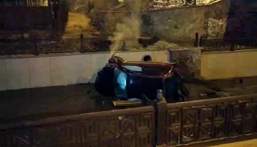 Ночью в Симферополе автомобиль упал в реку