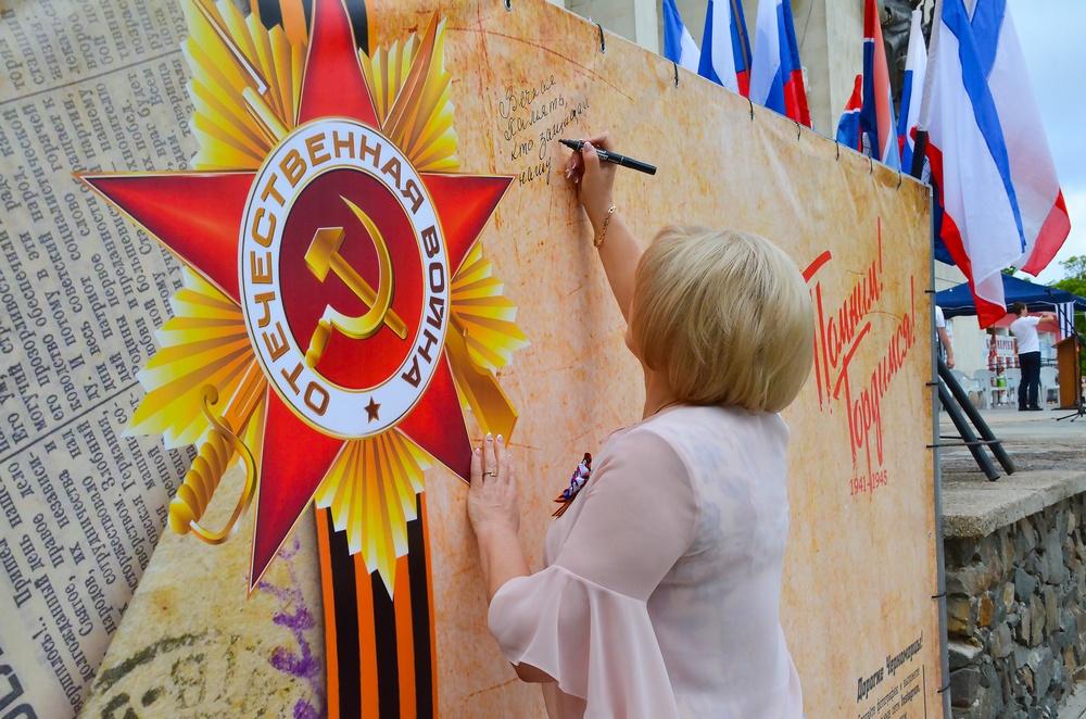 Улицы Севастополя ко Дню Победы украсят фотографии героев войны