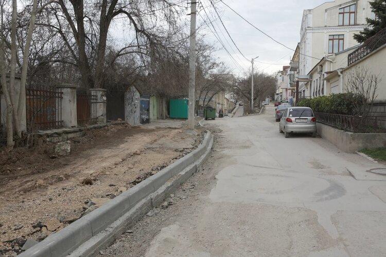 В Севастополе начался ремонт улицы Луначарского