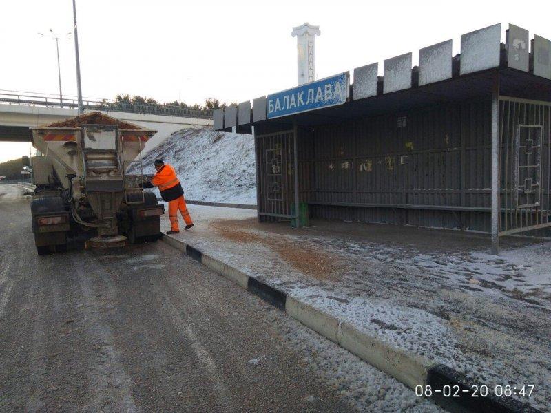 В Севастополе ночью от гололеда обработали 500 км дорог