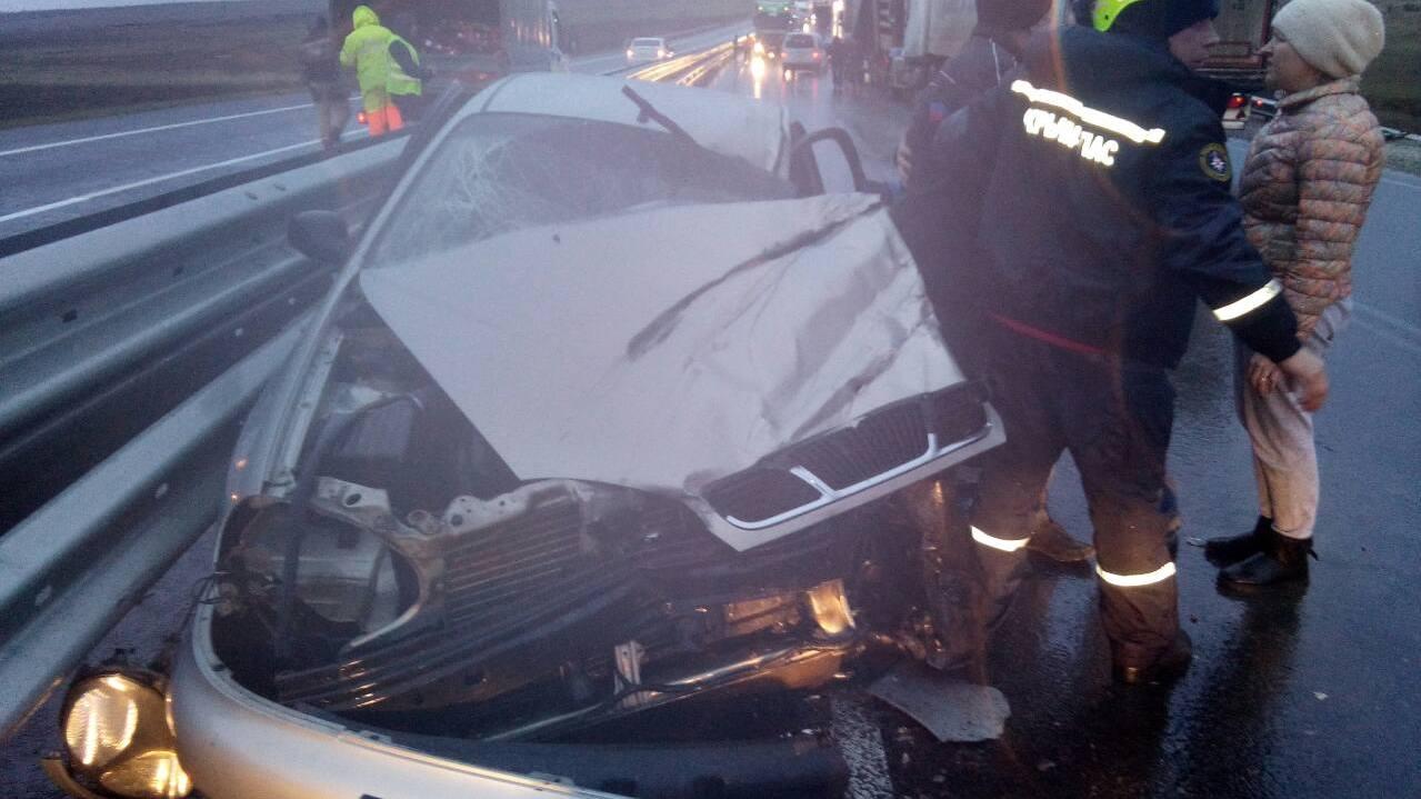 Четверо пострадавших: на Тавриде столкнулись КамАЗ и легковушка