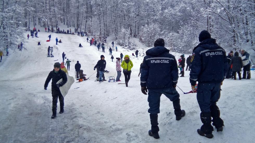МЧС Крыма призывает соблюдать правила безопасности во время зимних катаний