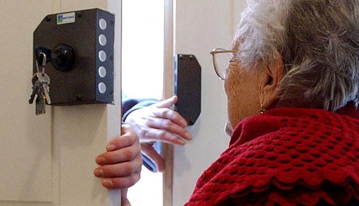 Молодой крымчанин под видом соцработника украл у пенсионерки полмиллиона рублей