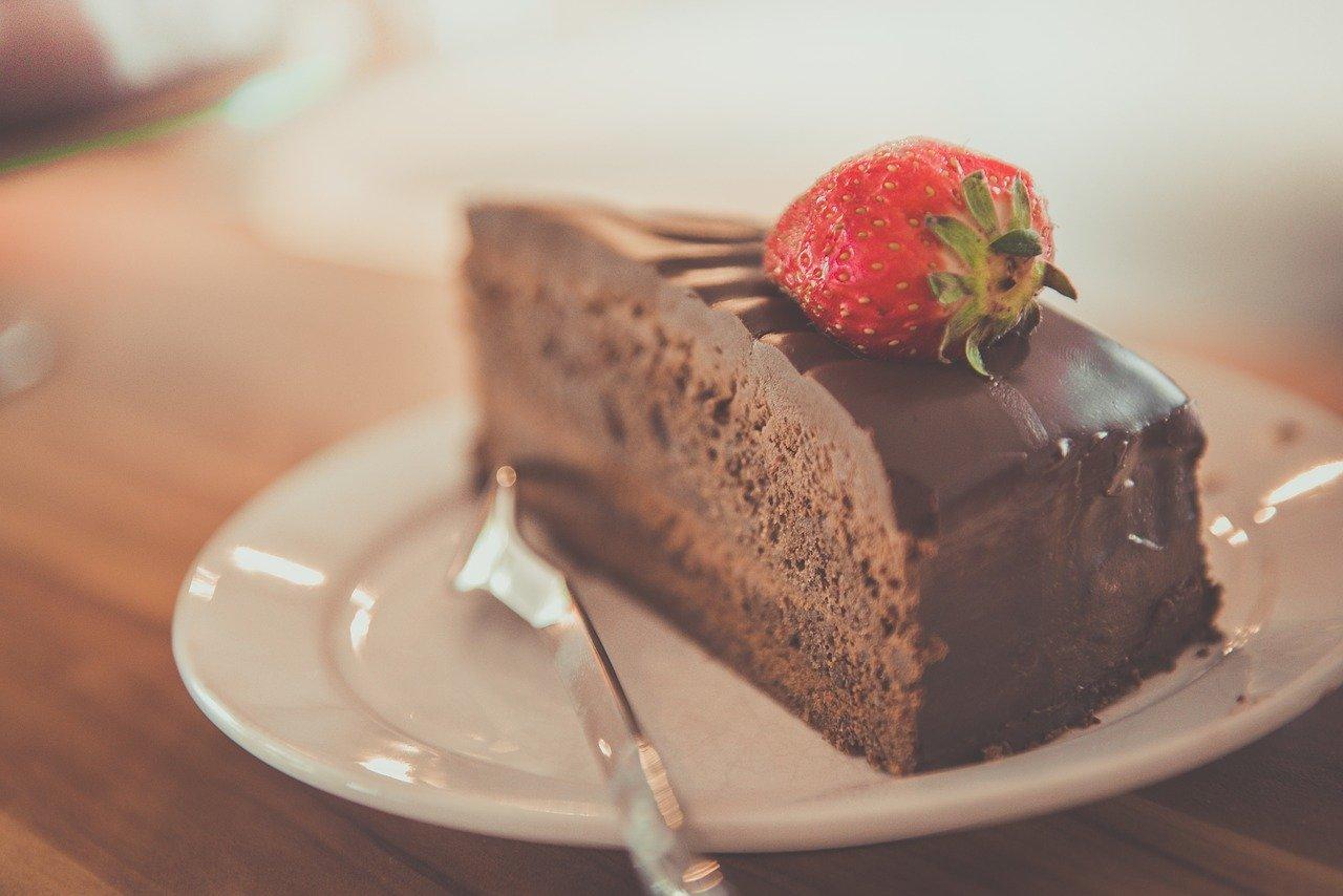 Роспотребнадзор рассказал, как выбирать торты и пирожные