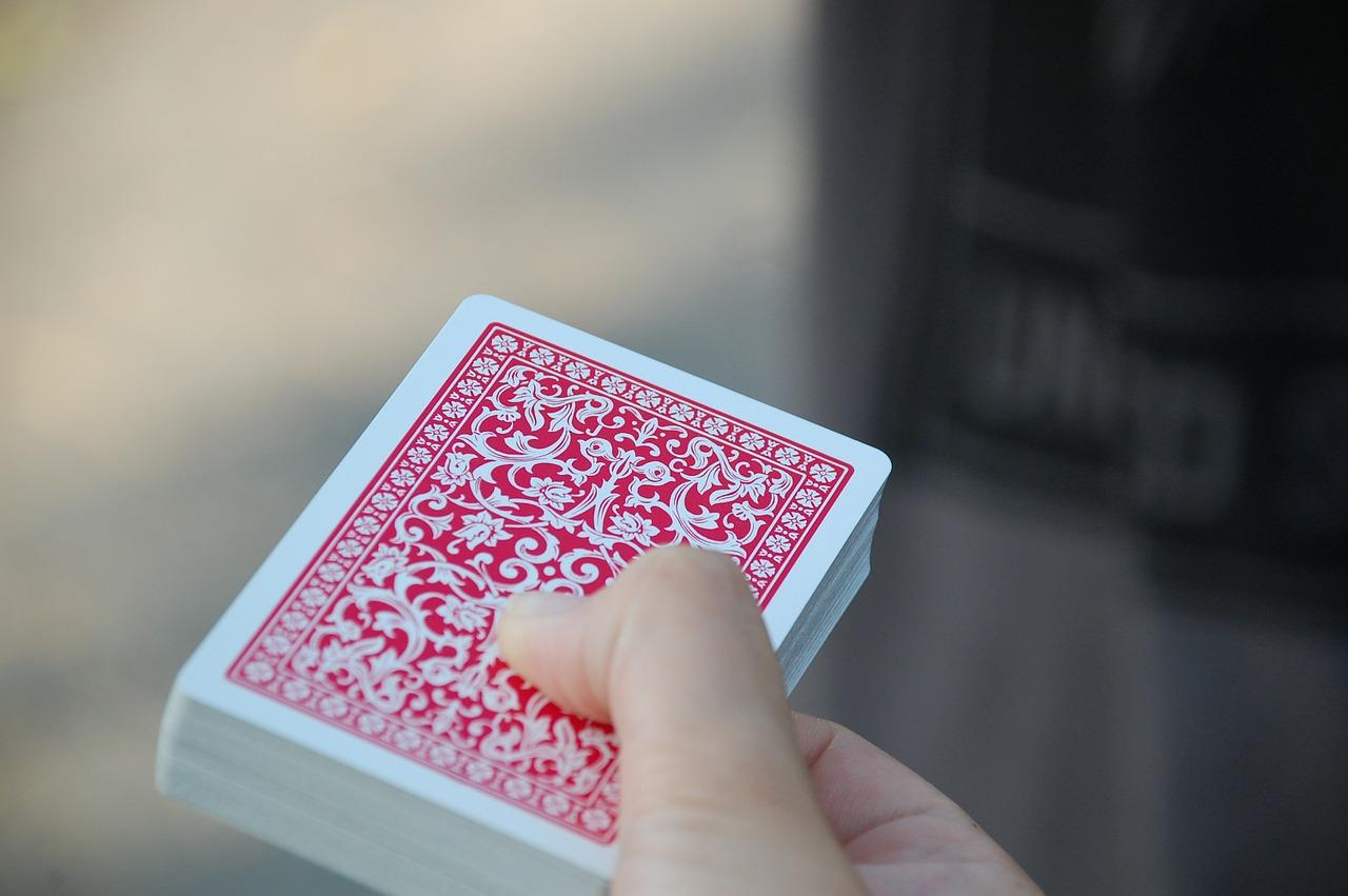 Шесть человек вымогали деньги у пожилых севастопольцев под предлогом проигрыша в карты