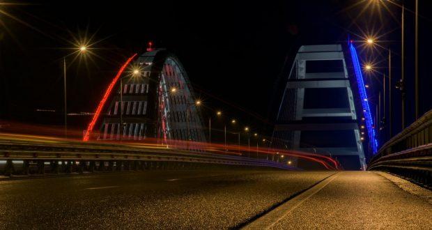 Возле Крымского моста открыли посты ДПС